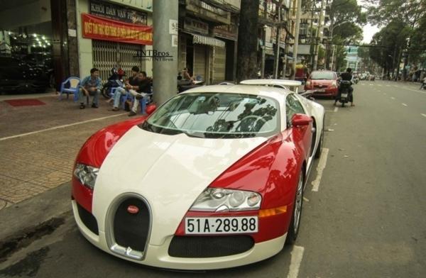 Bugatti Veyron là siêu xe dân dụng nhanh nhất thế giới, với vận tốc tối đa 407 km/h