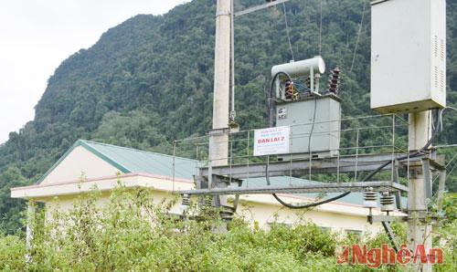 Hệ thống điện lưới cũng đã được kéo đến tận khu tái định cư.