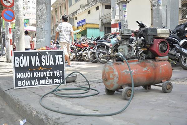 Những tấm biển thông báo ấm áp tình người giữa Sài Gòn hoa lệ 8