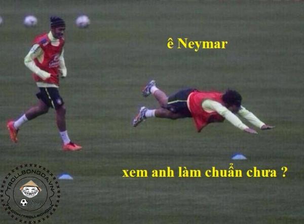 Neymar dạy Marcelo cách ngã để kiếm pen