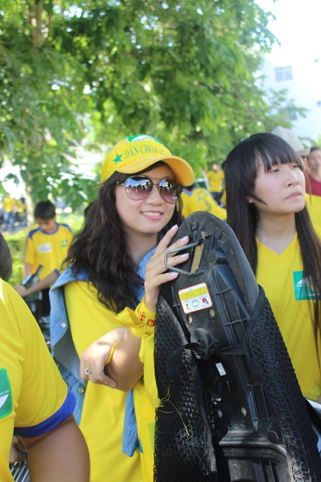 Quỳnh Châu đi xe máy hơn 1000 km để theo chân SLNA