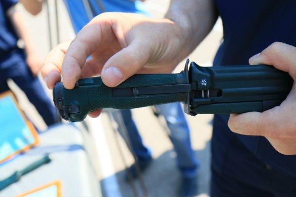 Lưỡi lê đặc biệt, ngoài việc sử dụng như một lưỡi lê thông thường, nó còn có thể bắn 1 phát đạn với tầm sát thương từ 5-10m.