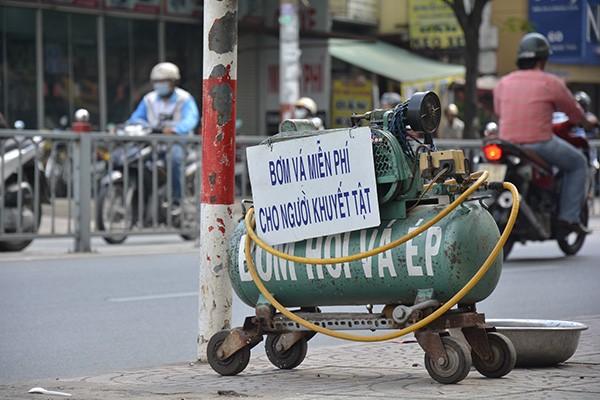 Những tấm biển thông báo ấm áp tình người giữa Sài Gòn hoa lệ 9