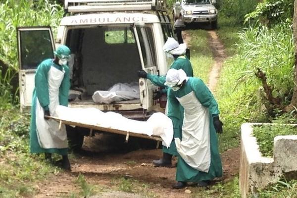 Rợn người hình ảnh chết chóc ở tâm đại dịch Ebola 9