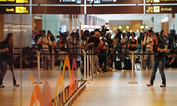 Sân bay Changi, Singapore lúc 18h00 (giờ địa phương)
