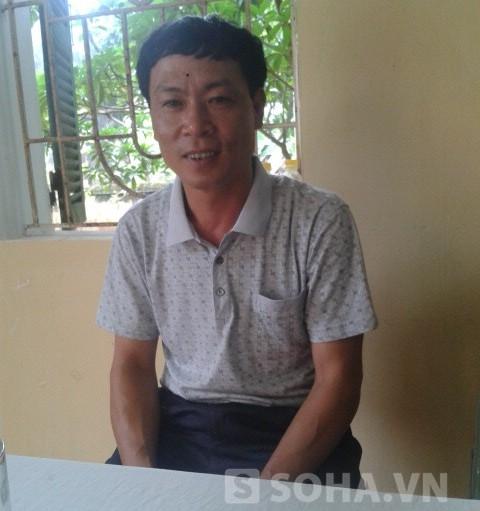 Ông Dương Thế Vinh, trạm trưởng Trạm y tế xã Vân Phúc trao đổi với phóng viên.