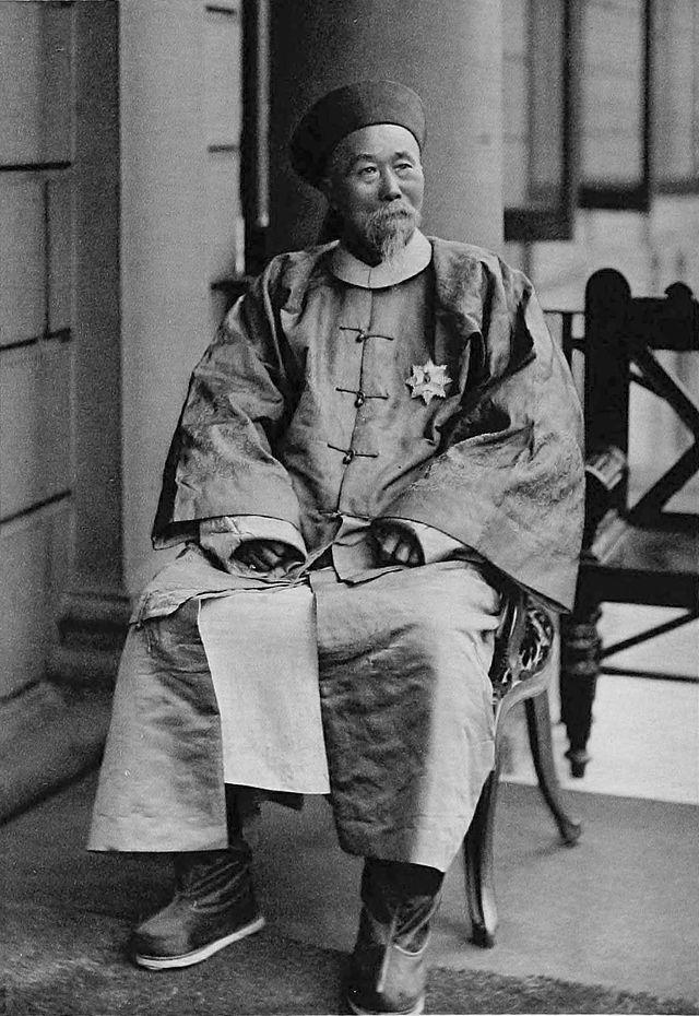 Lý Hồng Chương, người xây dựng Hạm đội Bắc Dương thành hạm đội mạnh nhất châu Á đã thất bại trước người Nhật.