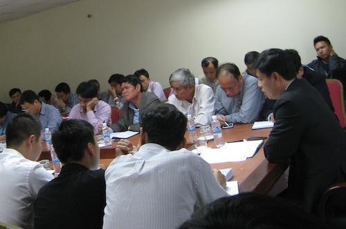 Thứ trưởng Bộ GTVT Nguyễn Ngọc Đông yêu cầu đình chỉ chỉ huy trưởng công trình, tư vấn giám sát để báo cáo làm rõ trách nhiệm vụ thi công để rơi sắt trúng người đi đường khiến 1 người tử vong.