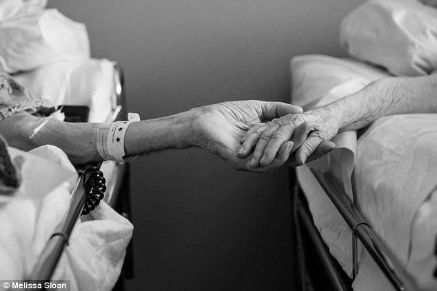 Đến giây phút cuối đời họ vẫn nắm tay nhau