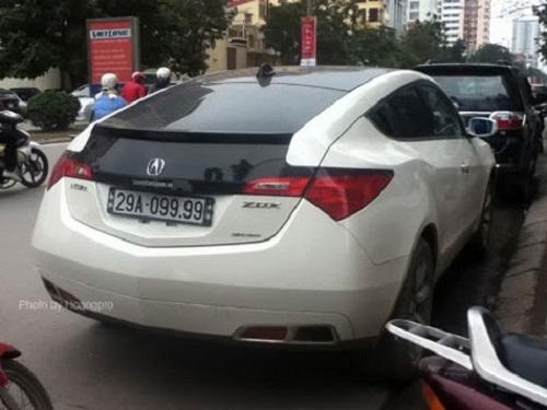 Chiếc Acura ZDX tiền tỷ cũng thể hiện độ chơi với biển 5 số có tứ quý 9 ở đuôi.