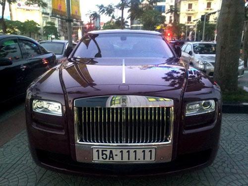 Siêu xe Rolls-Royce Ghost màu mận chín đeo biển Hải Phòng ngũ quý 1.