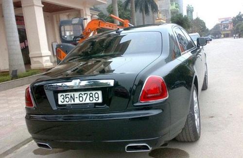 """Chiếc Roll – Royce có giá hơn 21 tỷ đồng của bầu Thụy có biển số xe """"tiến cả cụm 35N – 6789"""" khiến nhiều người thèm muốn."""
