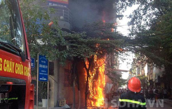 Sự việc vừa xảy ra vào khoảng 8h30 ngày 2/6, tại phố Triều Khúc, quận Thanh Xuân, Hà Nội.