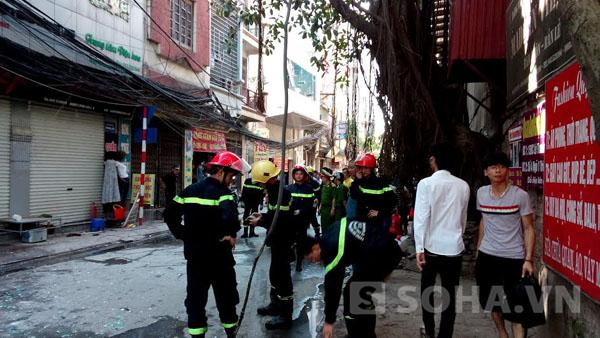 Theo quan sát của phóng viên, cây cột điện nằm ngay đầu phố Triều Khúc, Thanh Trì, Hà Nội đã bị ngọn lửa thiêu rụi hoàn toàn, các hộp chứa công tơ của nhiều hộ dân cũng bị hư hỏng toàn bộ, nhiều búi dây cáp bị cháy trơ phần lõi. Có ít nhất hai ngôi nhà bên cạnh cây cột điện cháy, bị ảnh hưởng nghiêm trọng.