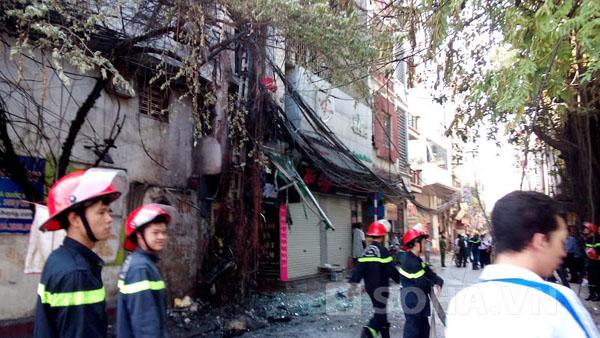 Hai nhà bên cạnh hiện trường bị ảnh hưởng.