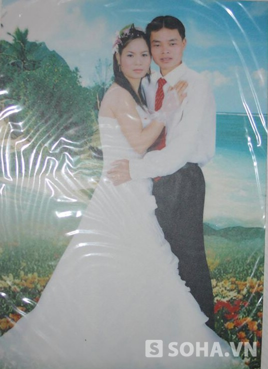 Ảnh cưới hai vợ chồng chị Bền