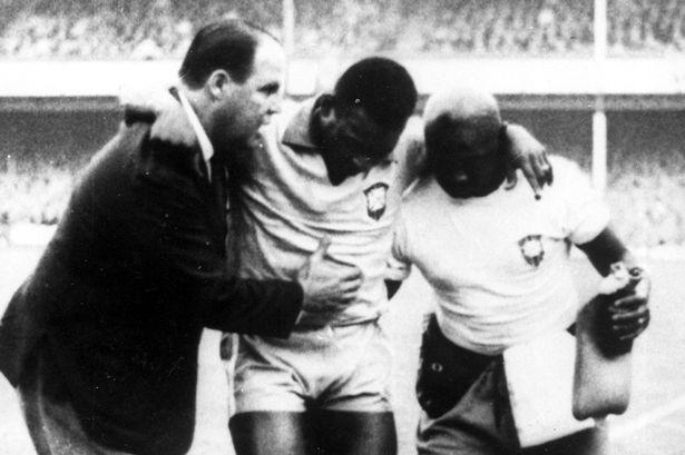 Pele phải gục ngã trước Zhechev