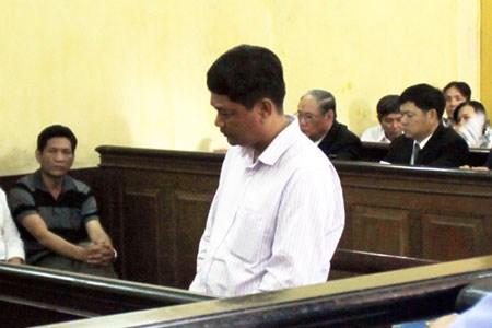 Bị cáo Nguyễn Tuyến Dũng tại tòa.