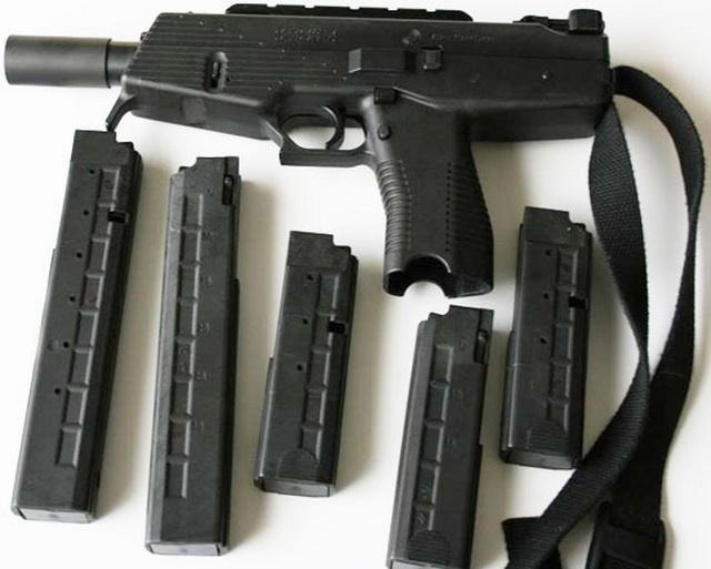 Steyr SPP là biến thể dành cho thị trường dân sự. SPP có thiết kế tương tự như TMP nhưng không có tay nắm dọc và chỉ có một chế độ bắn duy nhất là bán tự động.