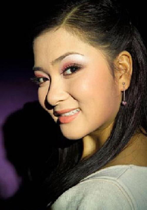 Cuối năm 2004, Nguyễn Thị Huyền đại diện cho Việt Nam tham dự cuộc thi Hoa hậu Thế giới.