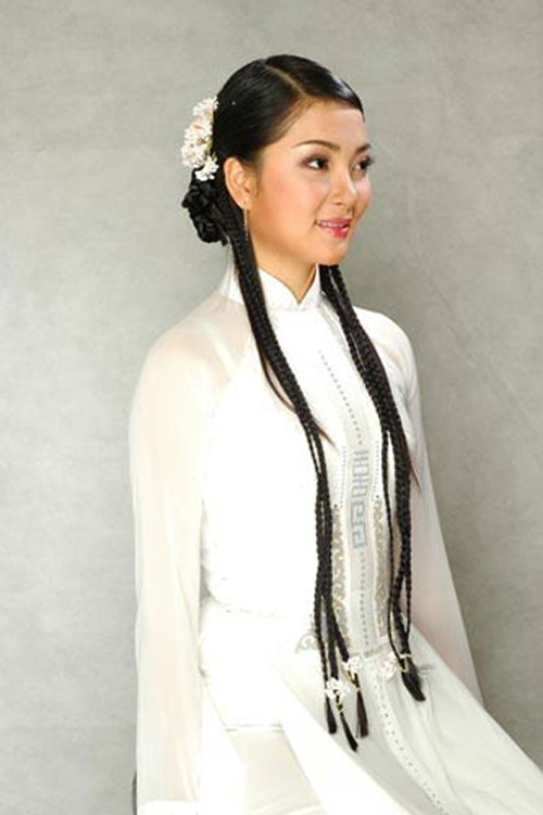 Năm 2004 cũng là năm thứ hai liên tiếp một người đẹp đến từ thành phố hoa phượng đỏ đăng quang ngôi vị Hoa hậu Việt Nam. Trước đó danh hiệu năm 2002 thuộc về Phạm Thị Mai Phương.