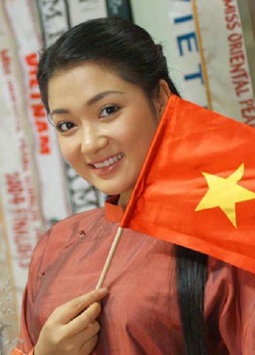 Đại diện của Việt Nam gây ấn tượng với gương mặt tròn trịa và nét đẹp hiền dịu.