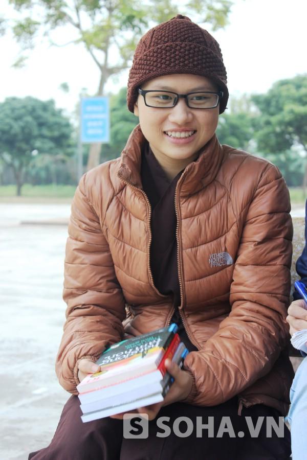 Em hạnh phúc khi được tặng những cuốn sách hay giúp em trau dồi trí thức, bài học cuộc sống.