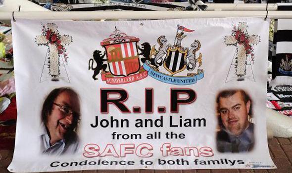 Các cổ động viên tưởng niệm Liam và các nạn nhân MH17