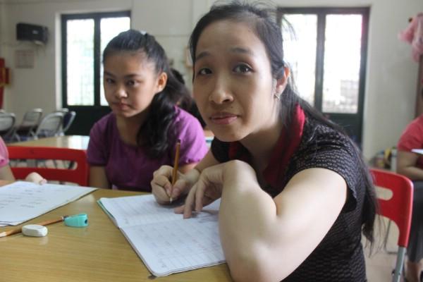 Em Kiều Thị Lan Anh (31 tuổi) là học sinh lớn tuổi nhất ở lớp bà Côi.