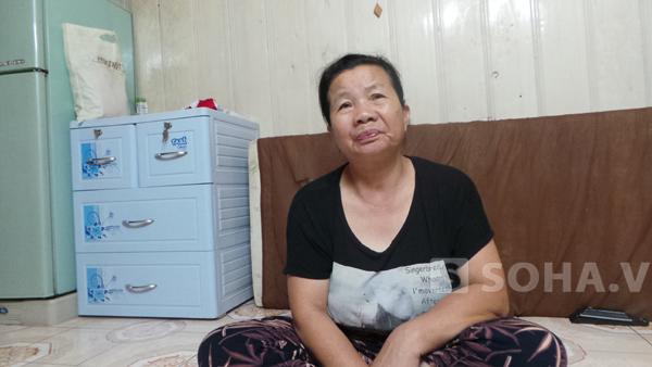 Bà Nguyễn Thị Yến - mẹ để Khánh ngóng tin từng giờ saukhi nghe tin tìm thấy nạn nhân Huyền