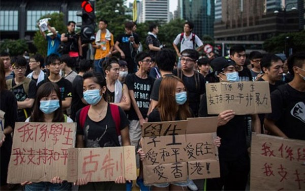 Những gương mặt trẻ của Hong Kong trong cuộc biểu tình - Ảnh: Bloomberg.