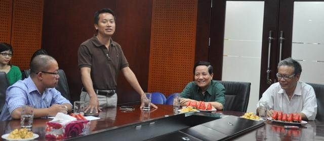 Nhà báo Bùi Ngọc Hải - Phó Tổng Biên tập báo điện tử Trí thức trẻ phát biểu tại buổi gặp mặt (Ảnh: Tuấn Nam)