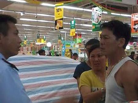 Người nhà chị Quỳnh bức xúc đến xô xát với nhân viên tại Big C Hạ Long