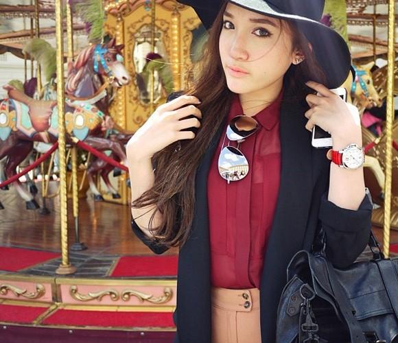 Nichabul Nakasai là công chúa của cựu Bộ trưởng Thương Mại Thái Lan, bà Porntiva Nakasai.