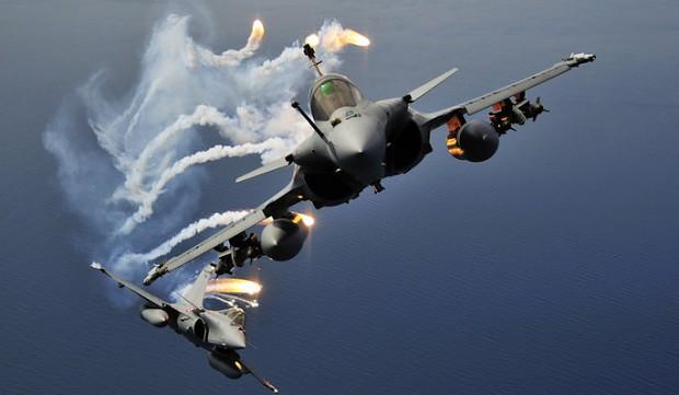 Chiến đấu cơ Dassault Rafales do Pháp sản xuất.