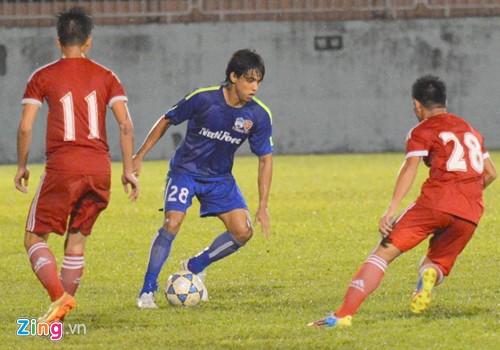 Julio (áo xanh) chơi rất năng nổ (ảnh: Zing)