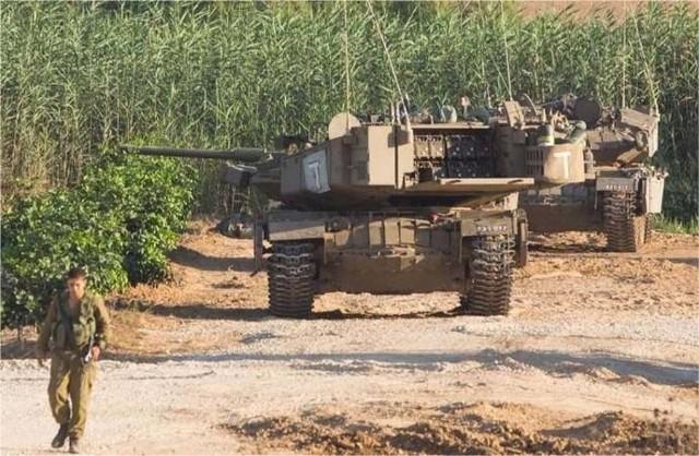 Spike-Magach với container tên lửa ở phía sau tháp pháo.