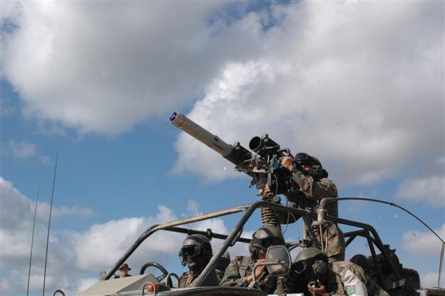 Tên lửa Spike-LR lắp trên xe LSV