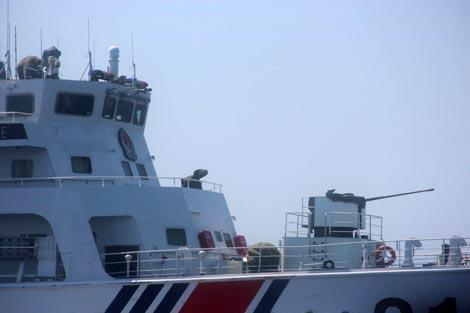 Tàu Trung Quốc mở bạt che súng, đe dọa lực lượng thực thi pháp luật Việt Nam ở vùng biển Hoàng Sa