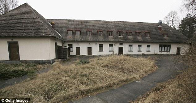 Dinh thự Bogensee rộng 42 mẫu, cách Berlin 9 dặm về phía Bắc và được Đông Đức sử dụng làm trường học sau Thế chiến 2. Ảnh: Daily Mail.