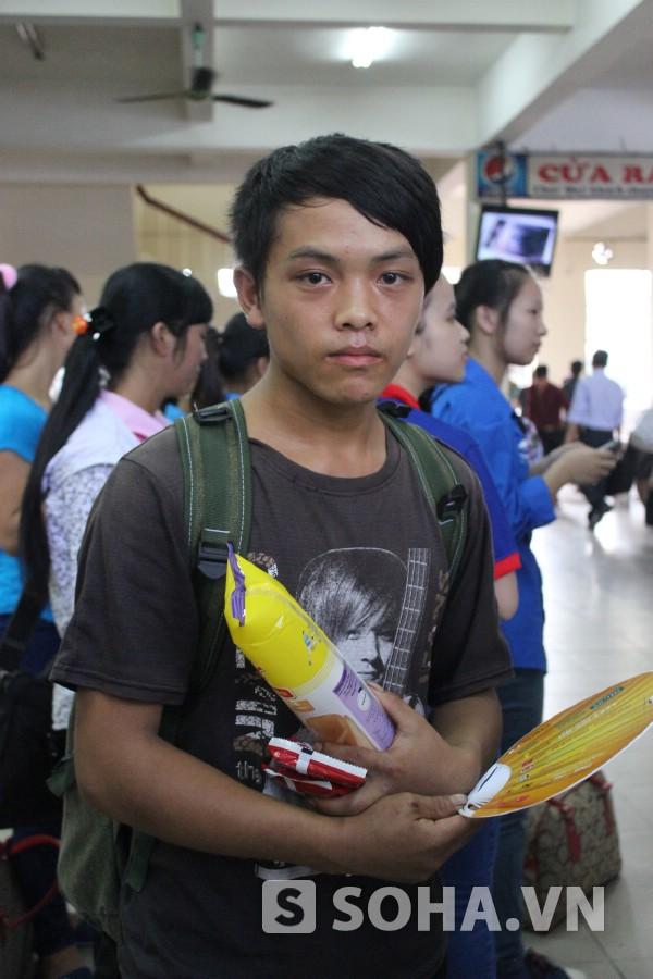 Cháng Mí Thào - dân tộc Mông từ Hà Giang xuống Hà Nội dự thi ĐH Nông nghiệp.
