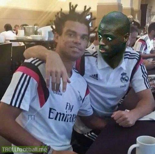 Kiểu tóc sừng hươu của Pepe quá ảo diệu