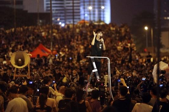 Joshua Wong được gọi bằng những cái tên mỹ miều như lãnh tụ sinh viên, ngôi sao chính trị đang lên, thiếu niên dân chủ...
