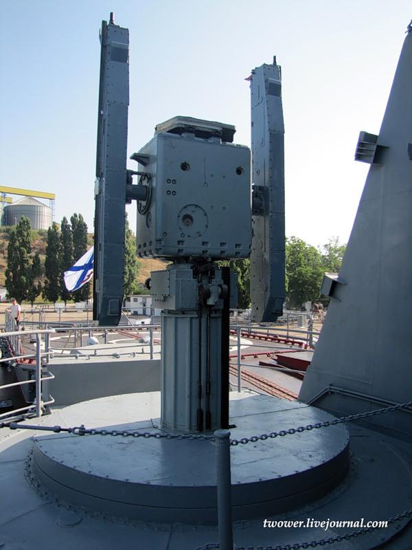 Ngoài hệ thống S-300F, trên tàu còn 2 bệ phóng tên lửa phòng không Osa-MA với tổng cộng 40 tên lửa có tầm bắn 15km sẵn sàng tiêu diệt các mục tiêu bay thấp và tầm gần.