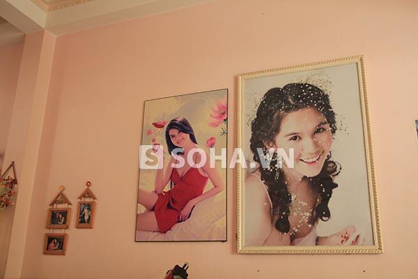 Ngoài ra, 3 bức hình mang ý nghĩa đặc biệt được gia đình Ngọc Trinh đóng khung và treo bên cạnh những tấm hình lớn.