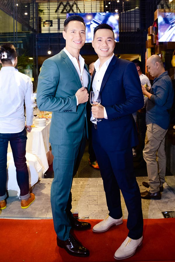 Chiều 26/07, diễn viên Kim Lý cùng doanh nhân Thanh Lê xuất hiện nổi bật trong 1 sự kiện diễn ra ở TP. Hồ Chí Minh.