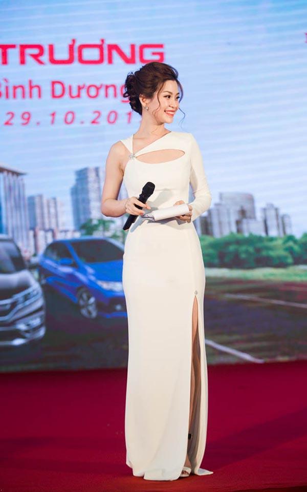 Hôm qua (29/10), Á hậu Diễm Trang đảm nhận vai trò MC cho 1 sự kiện lớn diễn ra tại Bình Dương.