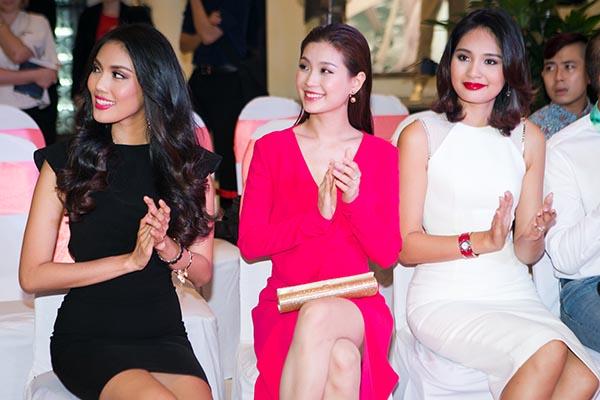 Tối 06/10, Á hậu Diễm Trang hội ngộ Hoa hậu đẹp nhất châu Á 2009 Hương Giang và Hoa khôi Áo dài Lan Khuê trong sự kiện trao giải trao giải Cosmopolitan Beauty Awards 2015.