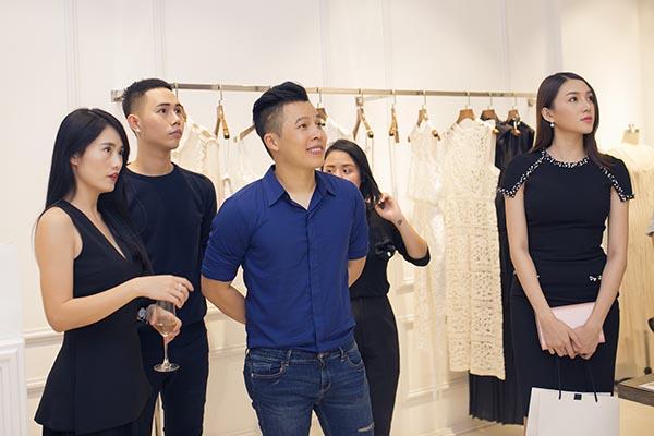 Trong sự kiện đánh dấu mốc trưởng thành của sự nghiệp, Lâm Gia Khang chào đón rất nhiều các nghệ sĩ, gương mặt đình đám của làng giải trí đến chung vui và chúc mừng.