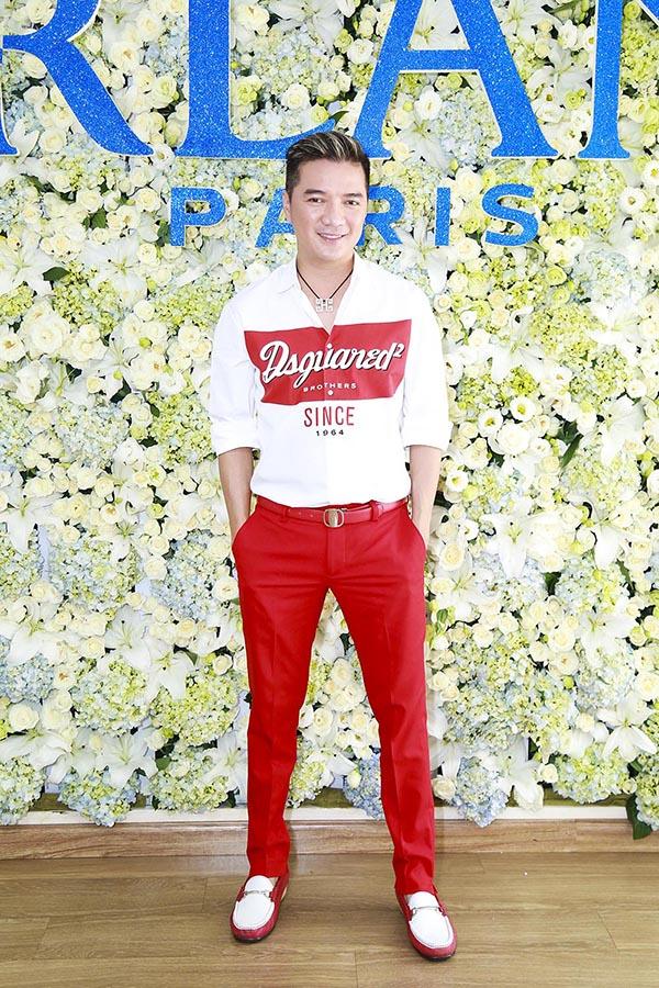 Ngoài Mỹ nhân Sài Thành, Mr Đàm cũng có mặt và gây chú ý với phong cách thời trang cưa sừng ở tuổi 44.